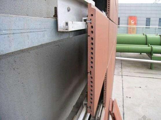 L'entretien et la réparation du mur-rideau en terre cuite