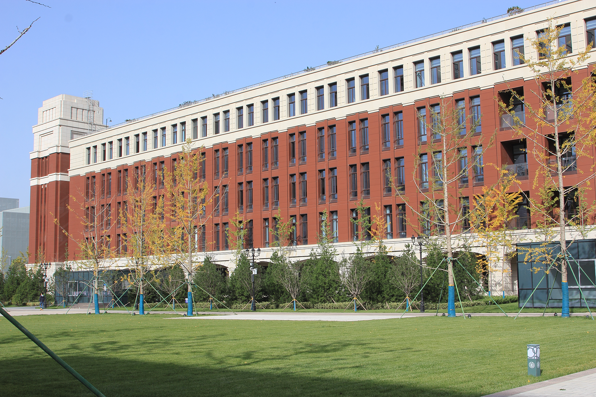 """China's first university without a """"wall"""""""