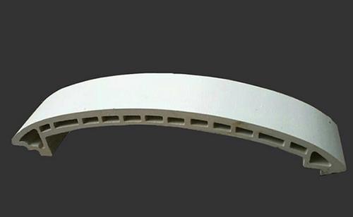Lopo entwickelte eine neue Herstellungsmethode für Terrakotta-Lamellen, die auf einer Lichtbogenwand abgedeckt werden
